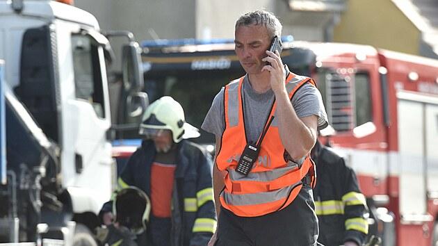 Exploze rodinného domu v Koryčanech si vyžádala dvě oběti. Na místě zasahovaly desítky hasičů, policistů i zdravotníků.