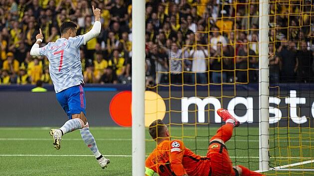 Cristiano Ronaldo z Manchesteru United slaví gól proti Young Boys Bern.