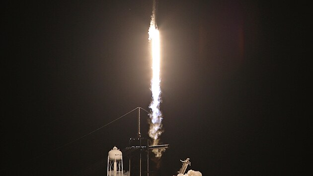 Raketa Falcon 9 společnosti SpaceX ve středu vynesla na oběžnou dráhu loď Crew Dragon se čtyřčlennou civilní posádkou. (16. září 2021)