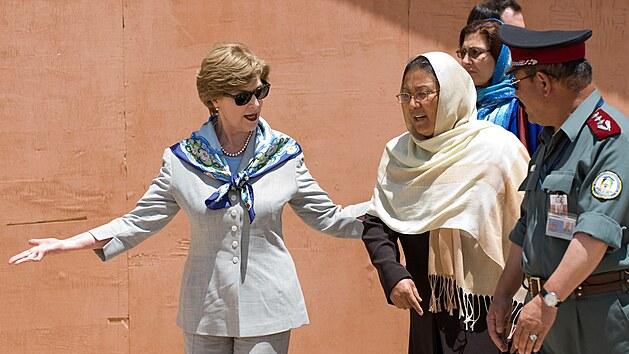 První dáma Ameriky Laura Bushová a guvernérka afghánské provincie Bámiján (8. června 2008)