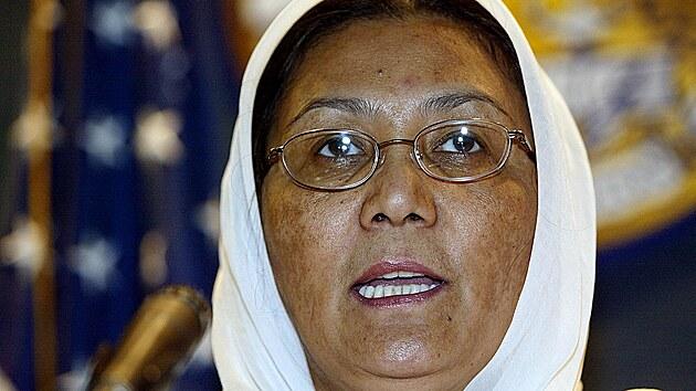 Ministryně pro záležitosti žen Habiba Sarabi promluvila v Národním tiskovém klubu ve Washingtonu, kde proběhlo bezprecedentní setkání ministrů pro záležitosti žen z celého světa. (7. října 2003)