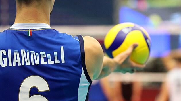 Jedné z největších hvězd mistrovství Evropy italskému nahrávači Simonemu Giannellimu se odloupává jméno z dresu.