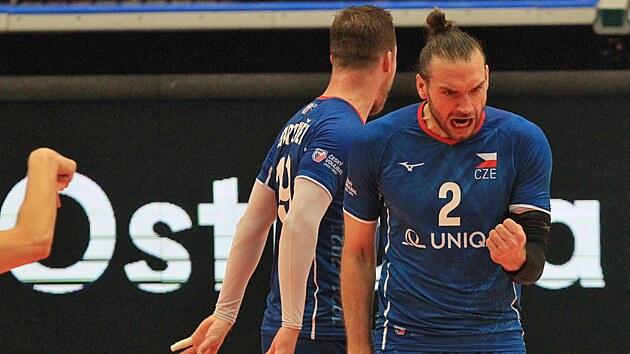 Českı volejbalista Jan Hadrava se raduje po vítězném míči druhého setu.