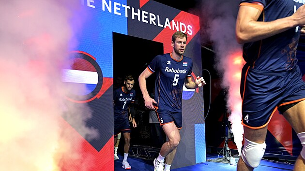Nizozemskı volejbalista Luuc van der Ent nastupuje k evropskému čtvrtfinále