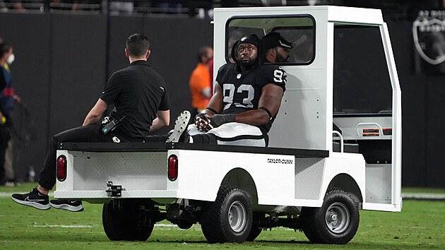 Gerald McCoy z Las Vegas Raiders se zranil, zápas s Baltimore Ravens pro něj skončil předčasnım odjezdem do šatny.