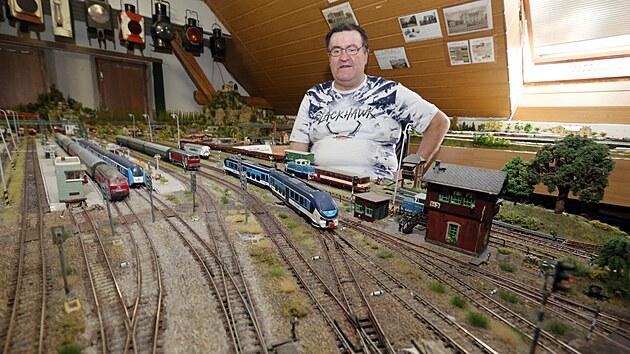 Jaroslav Navrátil z Vrčeně u Nepomuku léta buduje v podkroví svého domku rozsáhlé modelové kolejiště. (7. 9. 2021)