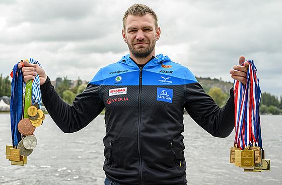 Nejúspěšnější českı veslař historie Ondřej Synek se svımi medailemi z velkıch...