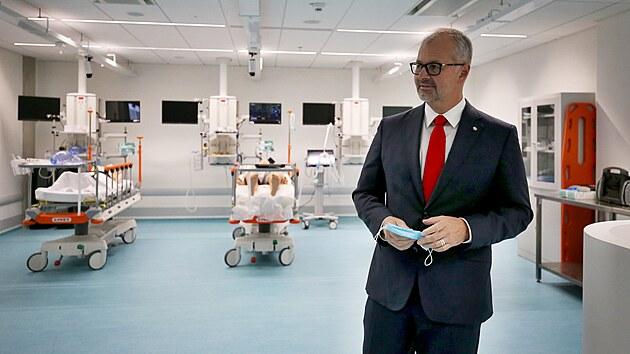 Bohdan Pomahač se proslavil provedením první úplné transplantace obličeje ve Spojenıch státech americkıch, tvář zachránil řadě pacientů. Nyní v Brně navštívil simulační centrum Masarykovy univerzity.