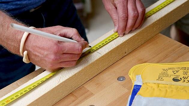 Trámky si nařežte na potřebnou délku.