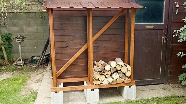 Je nejvyšší čas začít plnit dřevníky dřevem. Ted pokud máte dřevník a máte ho čím naplnit.