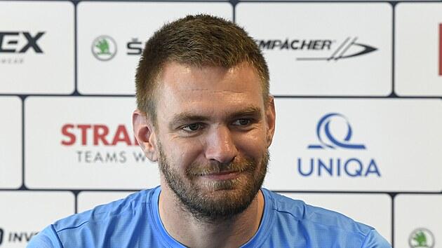 Nejúspěšnější českı veslař historie Ondřej Synek oznamuje na tiskové konferenci ukončení aktivní kariéry.