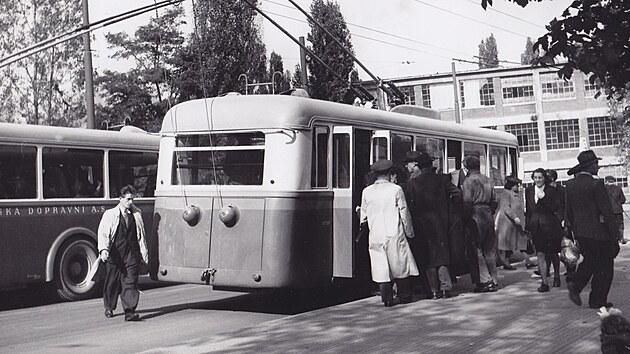 Archivní snímek trolejbusové dopravy ve Zlíně.
