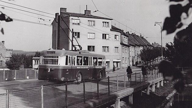Trolejbusy jezdí ve Zlíně od roku 1944, zdejší trolejbudová síť tak je nejstarší na Moravě a po Plzni druhá nejstarší dosud provozovaná v Česku.