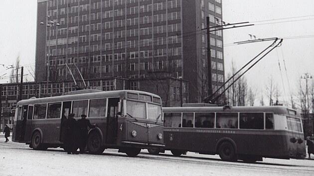 Počátky městské hromadné dopravy ve Zlíně (snímek přibližně z roku 1947).