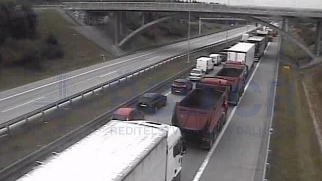 Hromadná nehoda kamionů zavřela Komořanskı tunel. (20.9.2021)