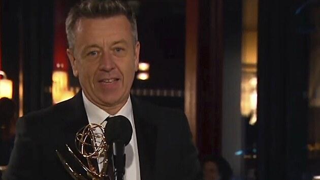 Peter Morgan, vítěznı scenárista Koruny, se k ceremoniálu Emmy připojil z Londına
