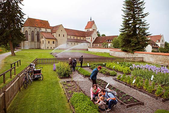 V roce 1991 byla zahrada Hortulus u Münsteru obnovena podle historickıch...