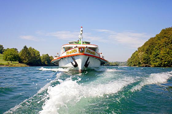 Dopravu mezi Reichenau a Kostnicí zajišťuje plavební společnost Untersee und...