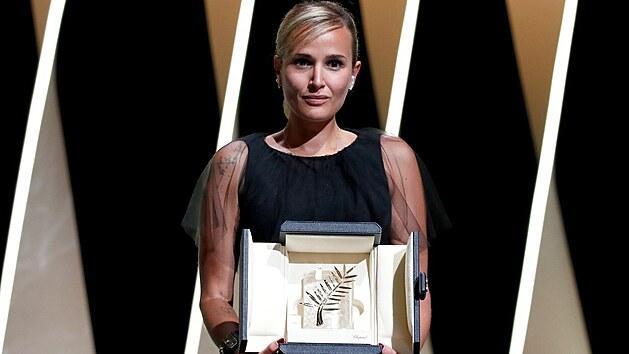 Francouzská filmová režisérka Julia Ducournau převzala 17. července 2021 hlavní cenu filmového festivalu v Cannes. Zlatou palmu tak získala druhá žena v historii festivalu.