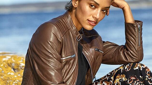 Květinová maxisukně si bude perfektně rozumět se stálicí módního světa, kterou kožená bunda rozhodně je.