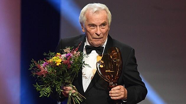 Jednu z cen Thálie za celoživotní mistrovství v kategorii činohra převzal herec Alois Švehlík