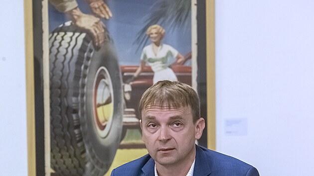Nová vıstava děl malíře, kreslíře a ilustrátora Bohumila Konečného v Západočeská galerii v Plzni. Na snímku autor vıstavy Jan Hosnedl (1. 10. 2021)