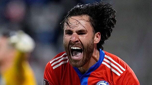 Chilskı reprezentant Ben Brereton Díaz slaví gól v utkání kvalifikace mistrovství světa proti Paraguayi.