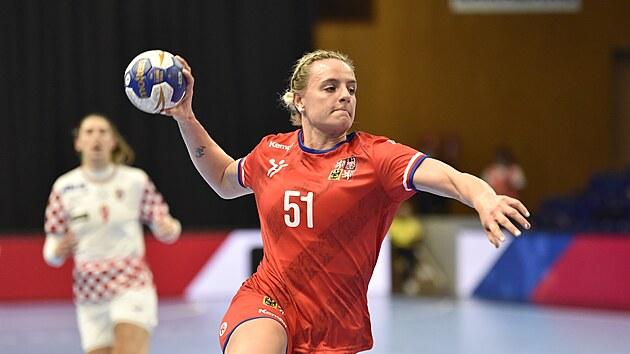 Česká reprezentantka Markéta Jeřábková zakončuje v utkání s Chorvatskem.