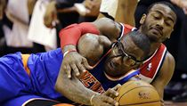 Basketbalista New Yorku Knicks Amare Stoudemire (vp�edu) a John Wall z Washingtonu Wizards | na serveru Lidovky.cz | aktu�ln� zpr�vy