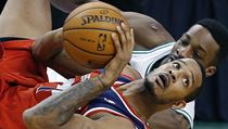 Basketbalista Washingtonu Wizards Trevor Ariza (vp�edu) a Jeff Green z Bostonu Celtics | na serveru Lidovky.cz | aktu�ln� zpr�vy