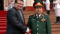 Alexandr Vondra (left) meeting with his Vietnamese counterpart Gen. Phung Quang Thanh