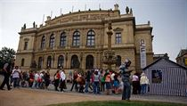 Visitors line up for information in front of the Rudolfinum at last year's Museum Night