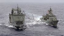 Australian Navy ships the HMAS Success (L) and the HMAS Toowoomba | na serveru Lidovky.cz | aktu�ln� zpr�vy