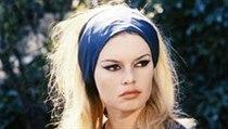 Brigitte Bardotová modrobílé tričko proslavila.