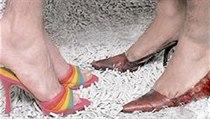 7021b057122 Ve Španělsku závodili muži v běhu na vysokých podpatcích ...