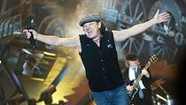 1b987a2ab84 VIDEO  Triumfální návrat Johnsona z AC DC. Zazpíval si s Muse ...