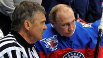 Vladimir Putin při Night Ice Hockey League v Soči.