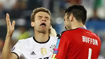 Thomas Müller a Gianluigi Buffon.