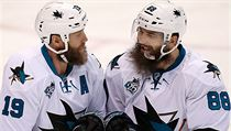 Joe Thornton a Brent Burns.