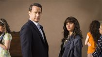 Tom Hanks a Felicity Jones ve filmu Inferno.