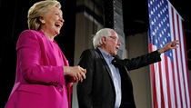 Hillary Clintonovou nyní podporuje i její dřívější rival, senátor Bernie...