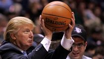 Donald Trump na basketbalu.