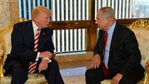 Izraelskı premiér Benjamin Netanjahu v New Yorku během rozhovoru s Donaldem...