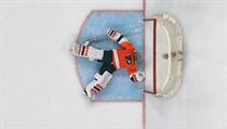 Michal Neuvirth zkolaboval v utkání NHL