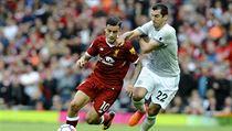 Liverpool vs. Manchester United: domácí Philippe Coutinho (vlevo) a hostující...