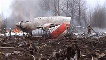 Trosky letadla Tupolev Tu-154, kterı havaroval na letišti ve Smolensku
