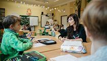 """""""Učitele k tomu nepotřebují, a známky už vůbec ne,"""" dodává učitelka ze ZŠ..."""