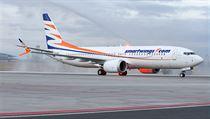 Boeing 737 MAX v barvách aerolinek SmartWings. Jde o první letadlo z...