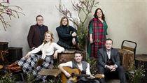 Populární irská kapela Kelly Family. Promosnímek k albu We Got Love.