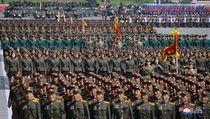 Severokorejská armáda při slavnostním průvodu.